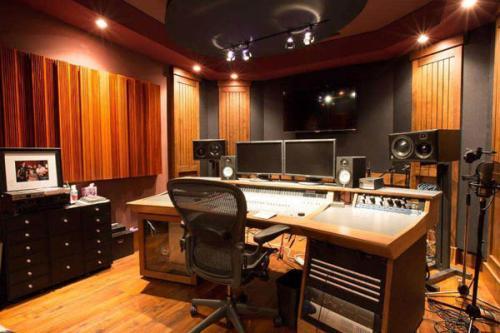 游戏配音专用的录音棚录制基地现场